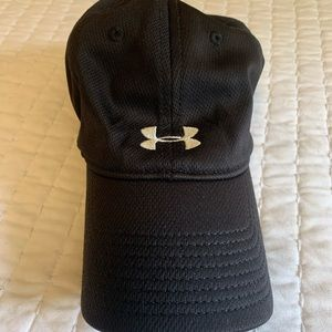 Under armor black hat great condition